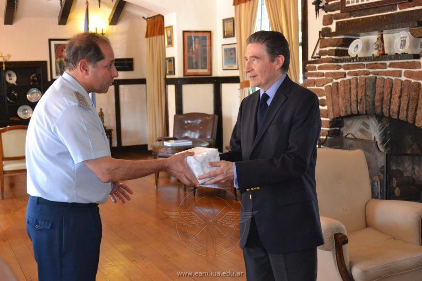 Visita del Embajador de Francia a la E.A.M