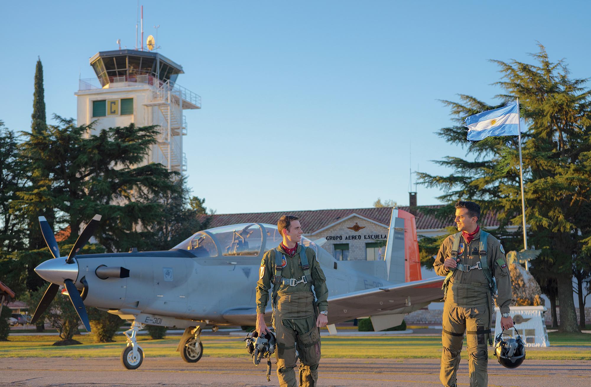 escuela de aviaciòn militar, grupo aéreo escuela
