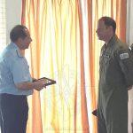 Entrega de presente institucional al Jefe del Cuerpo de Alumnos Mayor (Av) PICOS