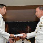 Brig. My. TESTONI entrega diploma a un nuevo Alférez