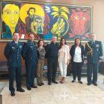 El Director de la E.A.M. junto a autoridades militares de Ecuador.