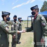 Entrega de diploma a Oficial cursante del CBCAM