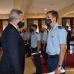 Ministro ROSSI saluda a Oficial egresado del CBCAM.