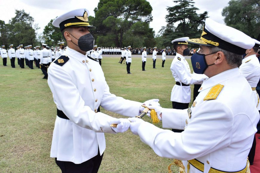 El uniforme de las Alas de la Patria